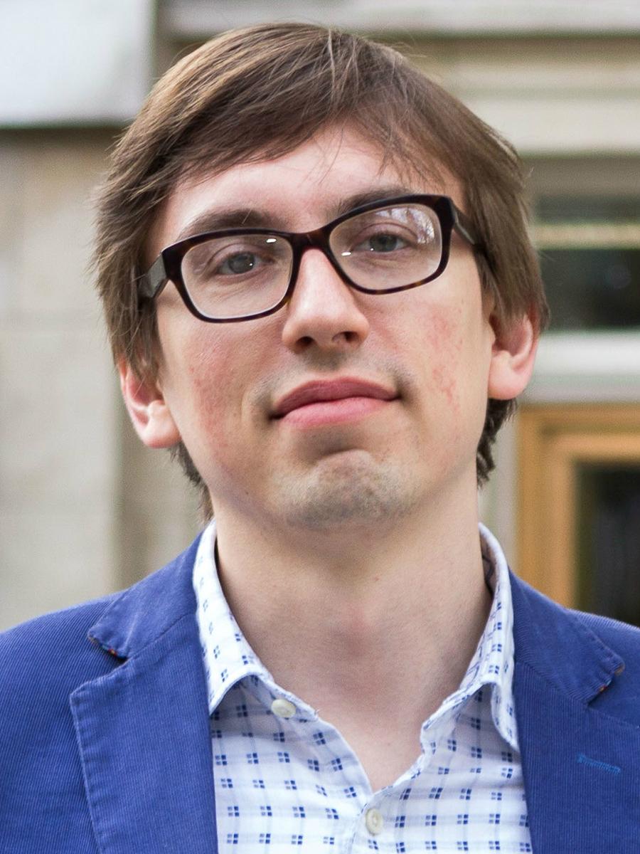 Dr Artem Bakulin