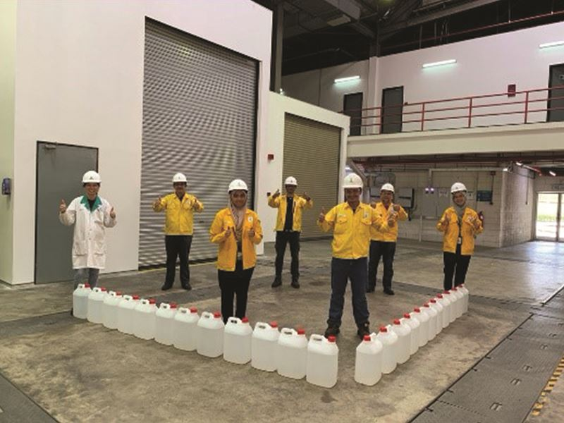 Image of petronas employees showing thumbs up